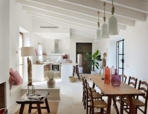 Kleine Version von: Holistic Retreat Cal Reiet Casita Terra living room and kitchen