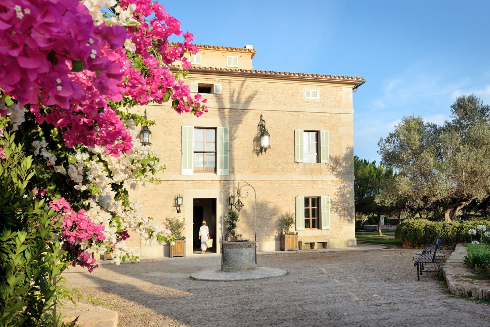 Holistic Retreat Cal Reiet Entrance Main House