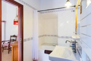 Kleine Version von: ISLA Finca Hotel Can Gaia Badezimmer Juniar Suite