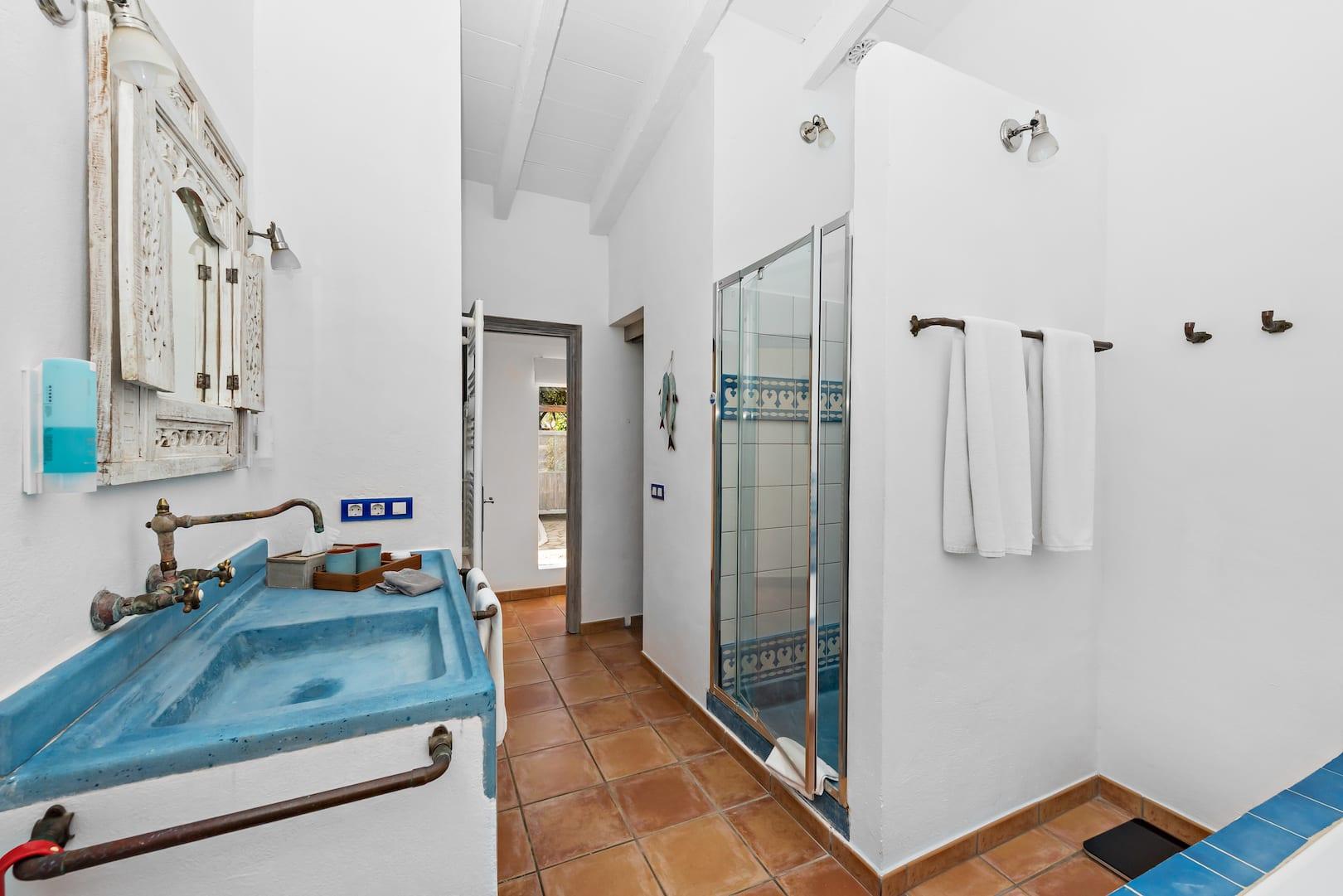 ISLA-Travel-Amapola-Suite-Rosa-Bathroom