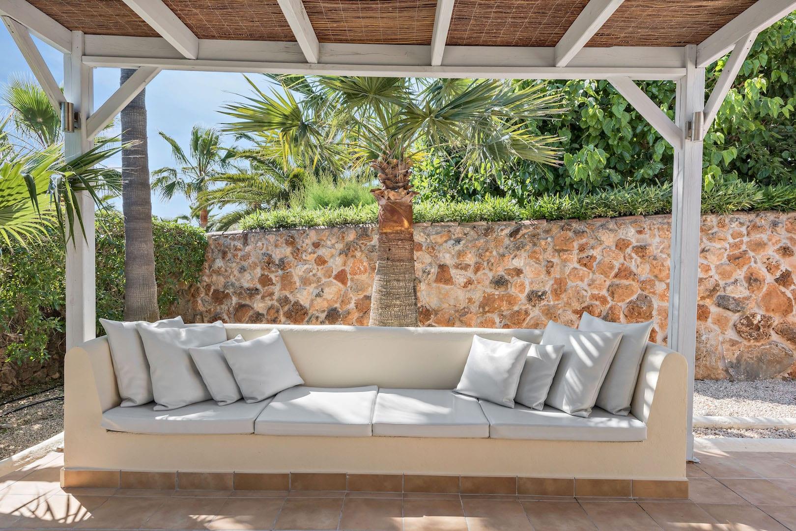 ISLA-Travel-Amapola-Suite-Rosa Terrasse (1)