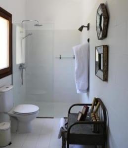 Kleine Version von: ISLA-Travel-Finca-Hotel-Es-Turo:Badezimmer