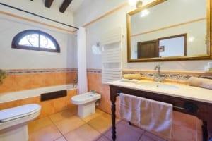 Kleine Version von: ISLA-Travel-Finca-Hotel-Mallorca-Bad Suite