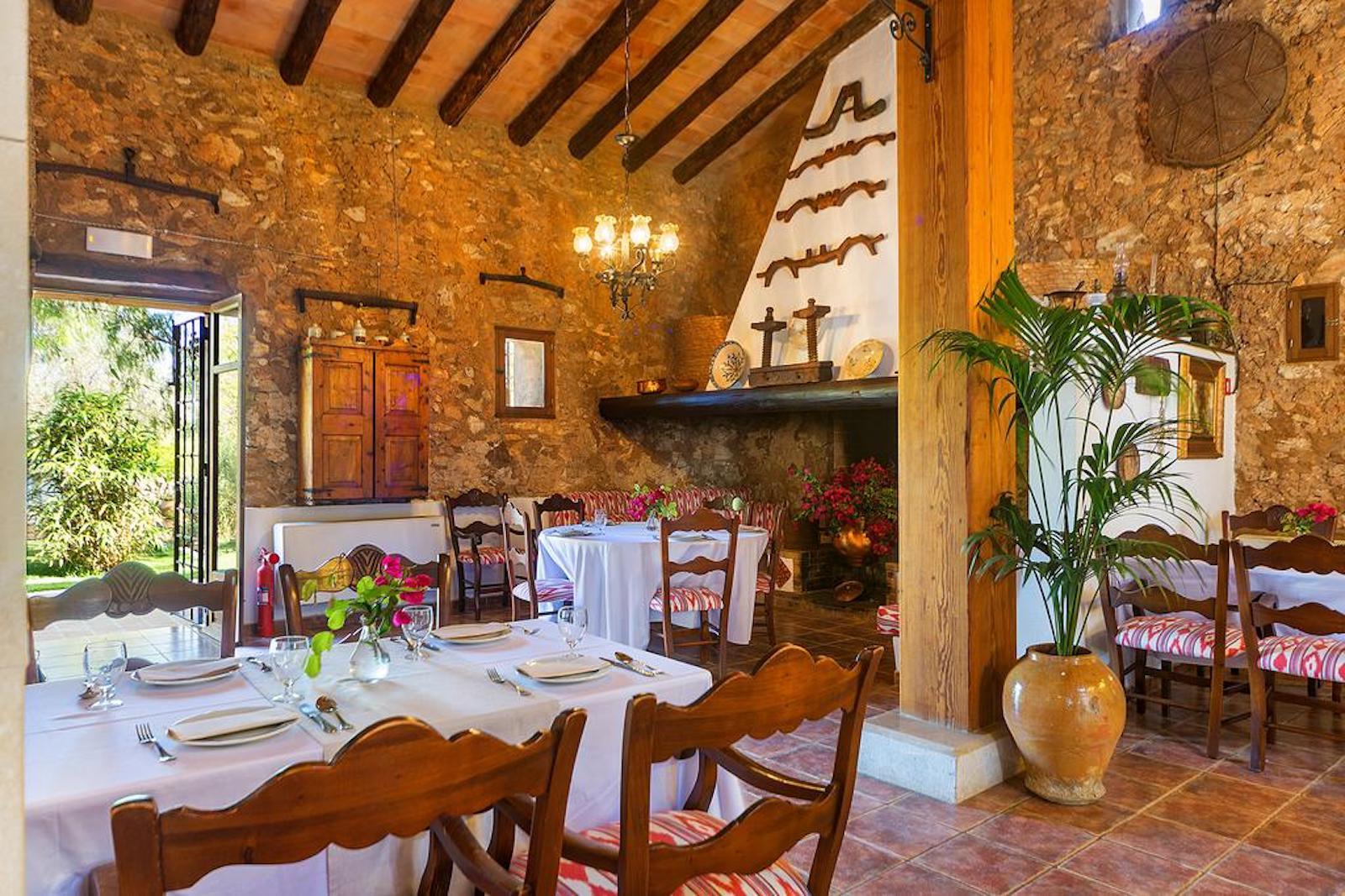 ISLA-Travel-Finca-Hotel-Mallorca-Essbereich