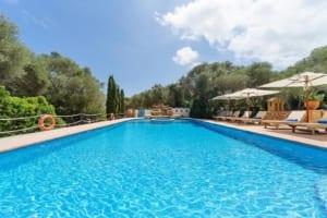 Kleine Version von: ISLA-Travel-Finca-Hotel-Mallorca-Pool -mit-Liegen