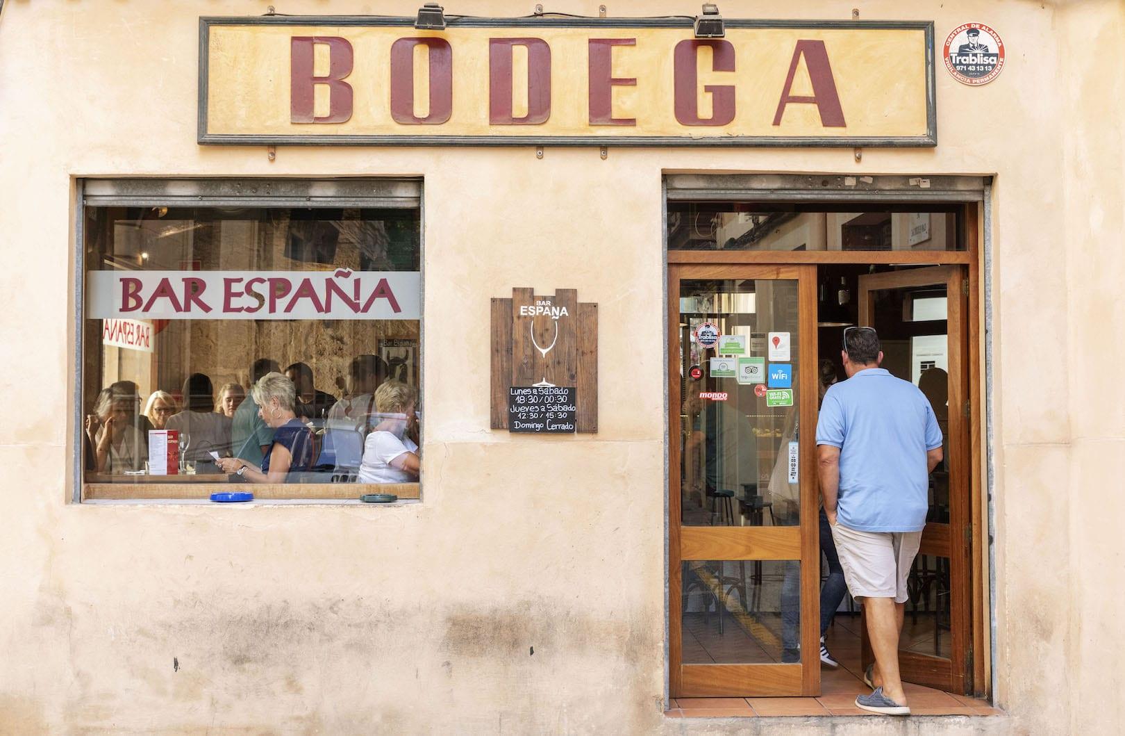 Bar España, C/ Can Escursac, 12 971 72 42 34 (Nähe Plaza Mayor) . Tapas und Weine, Wermuts